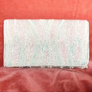 sequined clutch, cute!